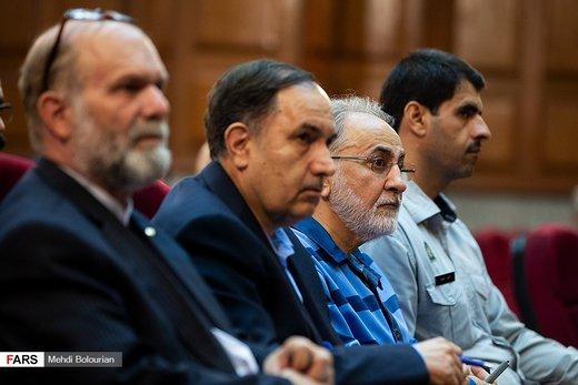 فیلم | محمدعلی نجفی روی صندلی اتهام در دادگاه