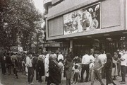 ازدحام مردم برای خرید بلیت فیلم «شهر موشها» ۳۴ سال پیش/ عکس