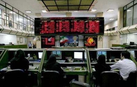 کاهش نرخ ارز، سرمایهها را به بورس کشاند، بازگشت شاخص به کانال ۲۴۶ هزار واحدی