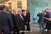 فیلم | برخورد جالب ظریف با خبرنگاران صدای خنده را در سالن بلند کرد/ پهپاد از دست ندادهایم