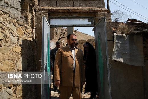 بازدید معاون پارلمانی رئیسجمهور از مناطق زلزلهزده مسجدسلیمان