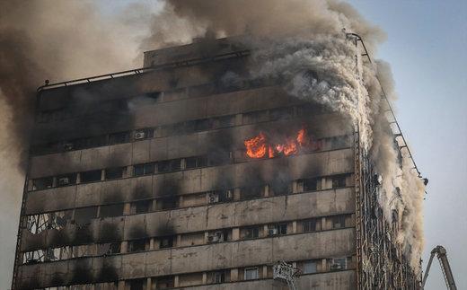 آتش به جان مجتمع تجاری در لالهزار افتاد/ حادثه مصدومی نداشت