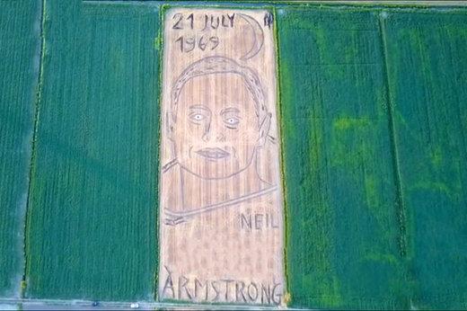 فیلم | نقاشی چهره آرمسترانگ با تراکتور روی یک زمین کشاورزی!