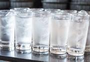4 بیماری که نوشیدن آب یخ به جانتان میاندازد