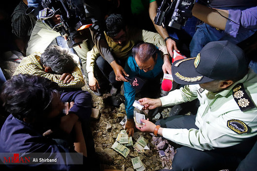 دستگیری شبانه خرده فروشان مواد مخدر