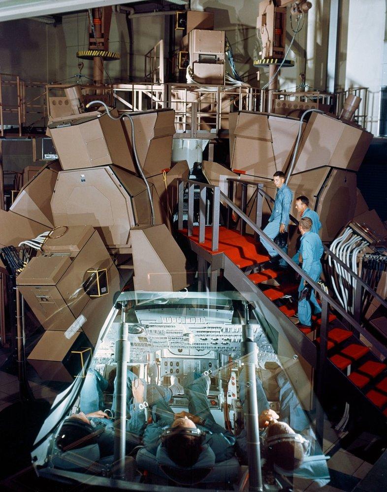 simulator Apollo / شبیه ساز آپولو