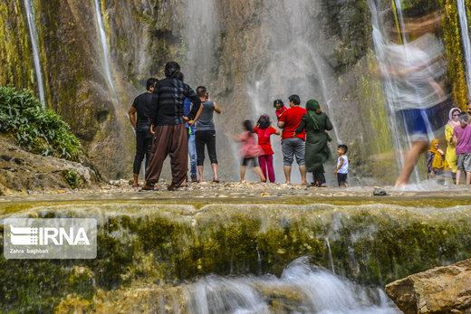 گردشگران در آبشار سمیرم