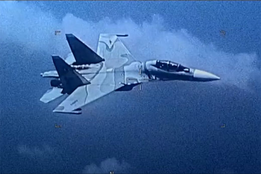 فیلم | برخورد تهاجمی جنگنده ونزوئلا با جنگنده آمریکایی