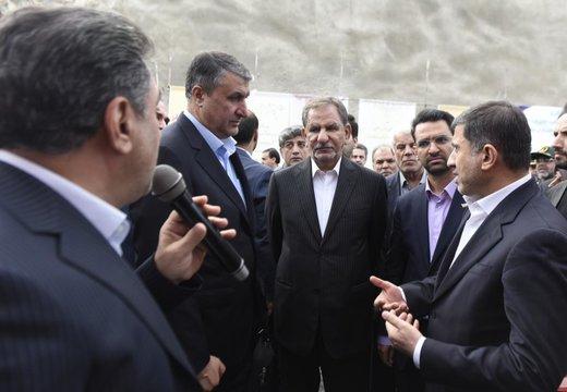 ملت ایران در برابر زورگویان از عزت وکیان خود دفاع میکند