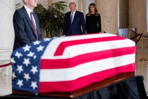 مراسم خاکسپاری جان پاول استیونز قاضی سرشناس و عضو پیشین دیوان عالی ایالات متحده آمریکا