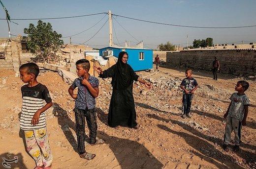 """روستای """"حمدان سلجه"""" یکی از روستاهای مسیر خسرج در حمیدیه، است که در سیل اخیر دچار آبگرفتگی شد و برخی از ساکنان این روستا به تپههای جنگلی خسرج پناه برده بودند"""