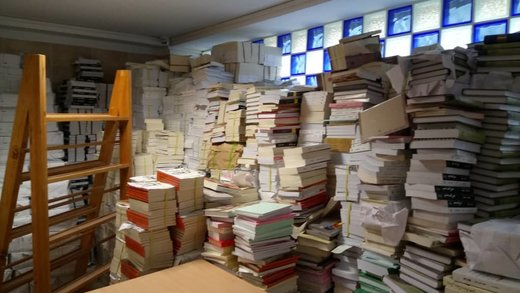 کشف یک انبار کتاب قاچاق در خیابان فخررازی