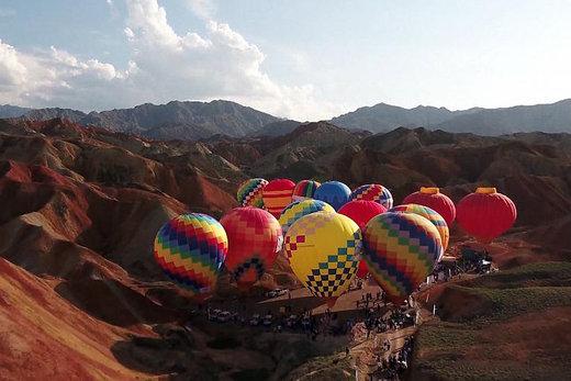 فیلم | پرواز ۱۰۰ بالن رنگی در چین