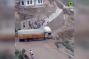 فیلم | لحظه سقوط راننده ناشی به دره با کامیون!