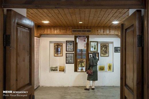گردشگران تابستانی میهمان خانه میرزا کوچک خان جنگلی
