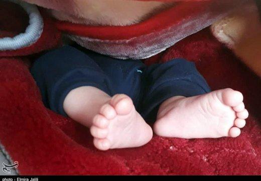 رها کردن نوزاد چند روزه در پارک/ عکس