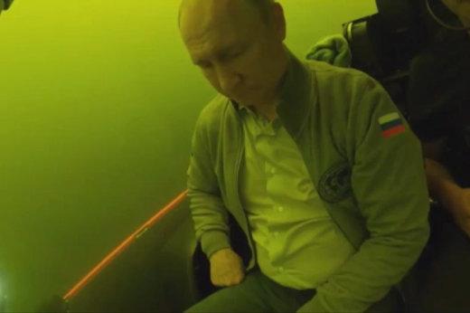 فیلم | سفر جیمز باندی پوتین با زیردریایی به خلیج فنلاند