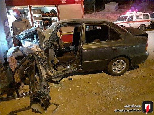 تصادف ورنا با پایه علائم راهنمایی و رانندگی در بزرگراه شهید فهمیده