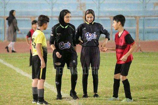 اتفاق جالب در بوشهر: داوران زن بازی پسران را سوت زدند/ عکس