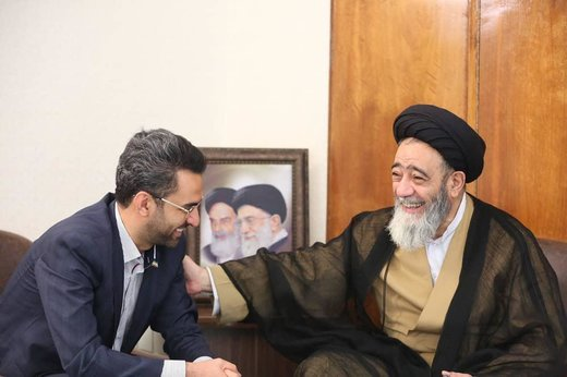 تصاویری جالب از دیدار آقای وزیر با امام جمعهای که پستهای اینستاگرامی را لایک میکند/ حاج آقا خودش به پیامکهای مردم پاسخ میدهد