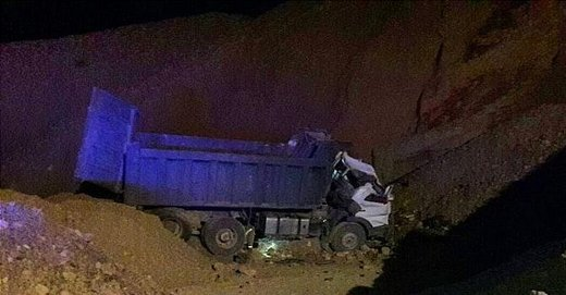 سقوط آزاد کامیون به گودالی در بزرگراه بابایی/ عکس