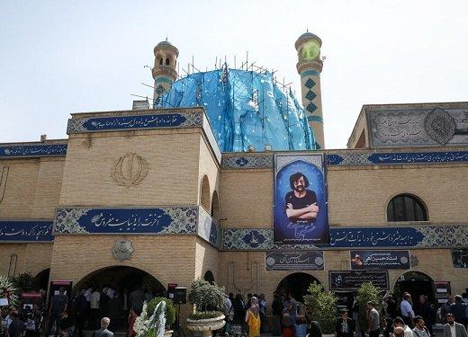 تصاویر حضور محمد صالحعلاء ، فرزاد حسنی و منوچهر آذری در مراسم ترحیم حسین آهی