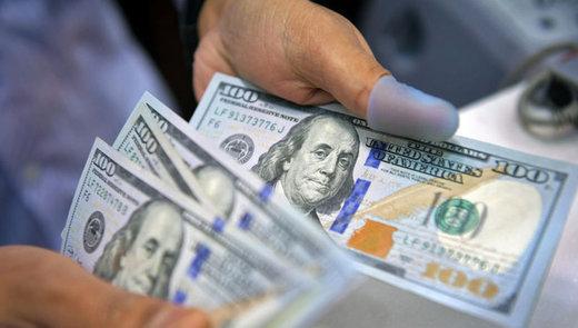 قیمت دلار در بازار آزاد از صرافیهای بانکی کمتر شد