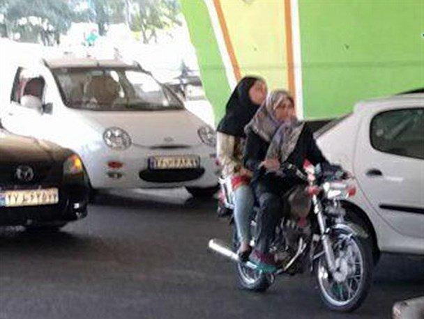چرا قانونی بودن یا نبودن موتورسواری و «بر زین نشستن زنان» جنجالی شد؟