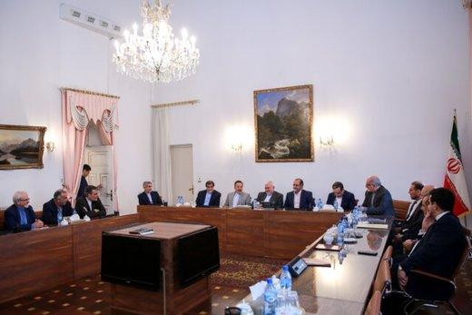 محمود واعظی هم به دیدار ظریف رفت/ نظام در حمایت از وزیر خارجه یکپارچه است