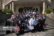 تصاویر | حضور رئیس جمهور در جمع خبرنگاران در حیاط دولت