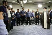 تصویری جالب از حاشیه دیدار اعضای تیم ملی والیبال با رهبر انقلاب