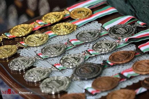 دیدار مدالآوران المپیادهای علمی و اعضای تیم ملی والیبال جوانان با رهبر معظم انقلاب