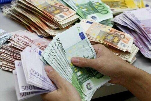 عقبنشینی دوباره دلار/ یورو ۱۳.۳۰۰ تومان شد