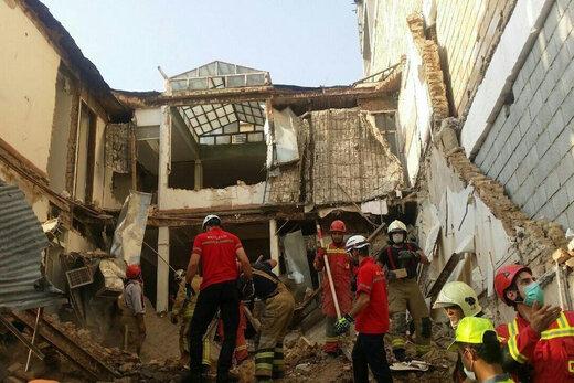 فیلم | سقوط ساختمان ۳ طبقه در خیابان ظفر تهران