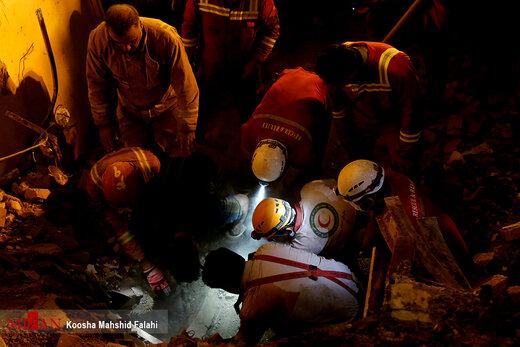 ریزش مرگبار ساختمان 3 طبقه در خیابان ظفر تهران