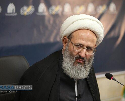 اگر مرجع تقلیدی بخواهد رساله بدهد، جامعه مدرسین باید تایید کند و بعد از مجوز وزارت ارشاد، زیر چاپ برود