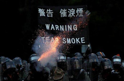 پلیس در تظاهراتی که به منظور اجرای اصلاحات دموکراتیک در هنگکنگ چین برگزار شده از گاز اشکآور استفاده کرد