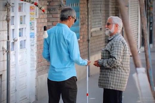 فیلم | دوربین مخفی جالب کمیته امداد از کمک مردم به یک نابینا