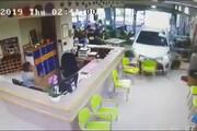 فیلم | خانم ۷۴ ساله، با ماشین وارد سالن خانه سالمندان شد!