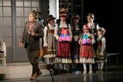 رویا نونهالی، گلاره عباسی و لاله اسکندری در اجرای ویژه «اشکها و لبخندها» برای نابینایان/ عکس