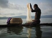 عکس | ماهیگیری در دریاچه مقدس در عکس روز نشنال جئوگرافیک