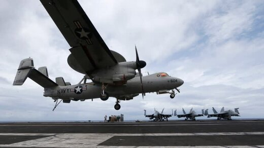 ناو هواپیمابر آمریکایی وارد خلیج مانیل شد