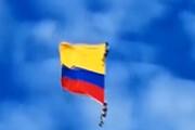 فیلم   سقوط مرگبار دو نظامی هنگام اجرای یک نمایش هوایی در کلمبیا