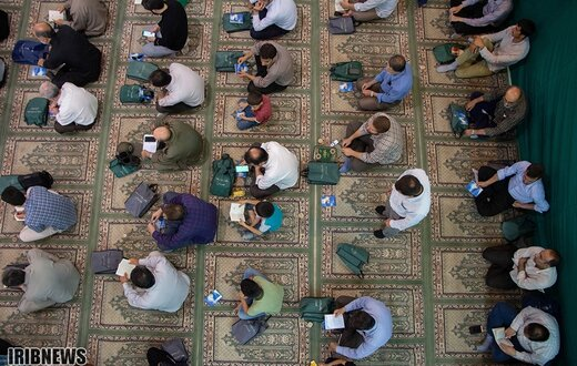 مراسم دعای روز عرفه در همدان