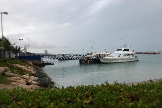 دریای مواج بندر مسافری قشم را تعطیل کرد