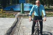عکس | دوچرخهسواری سفیر اتریش در پارک شهر!