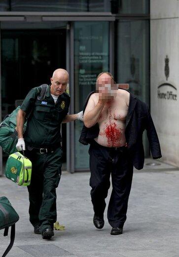 حمله با چاقو مقابل وزارت کشور انگلیس