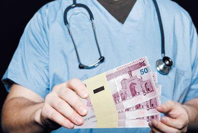 پزشکان، تافته جدا بافته امور مالیاتی/ کارزار داغ نصب کارتخوان در مطب پزشکان به کجا رسید؟