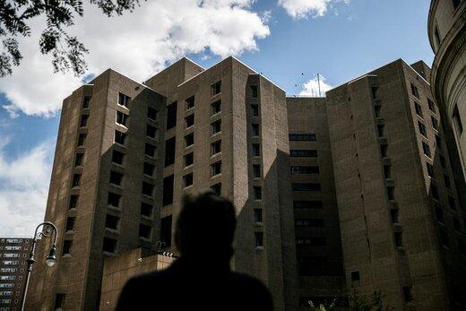 نمایی از زندان مرکز Metropolitan Correctional در منطقه منهتن شهر نیویورک آمریکا، جایی که Jeffrey Epstein در آنجا در حالی که مرده بود، پیدا شد