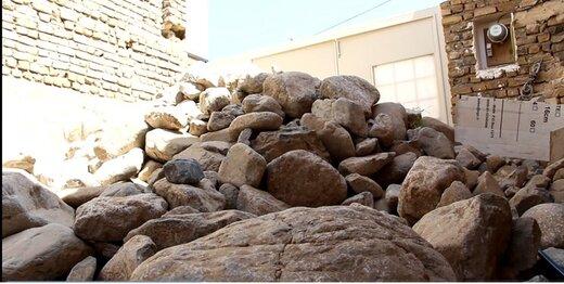 پلمپ خانه مسکونی با تخلیه یک کامیون سنگ، کار دست شهردار کاشمر داد